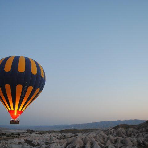hot-air-balloon-1245927_1920